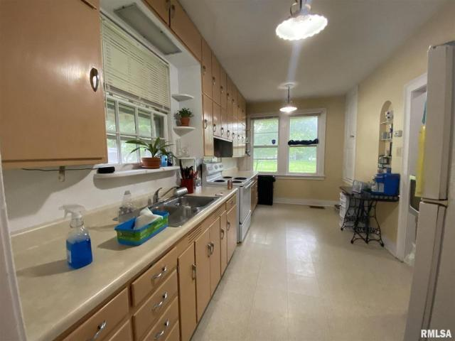 Kitchen featured at 132 Chandler Blvd, Macomb, IL 61455