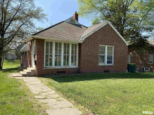 House view featured at 132 Chandler Blvd, Macomb, IL 61455