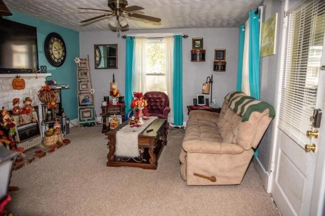 Living room featured at 305 Westminster Pl, Independence, KS 67301