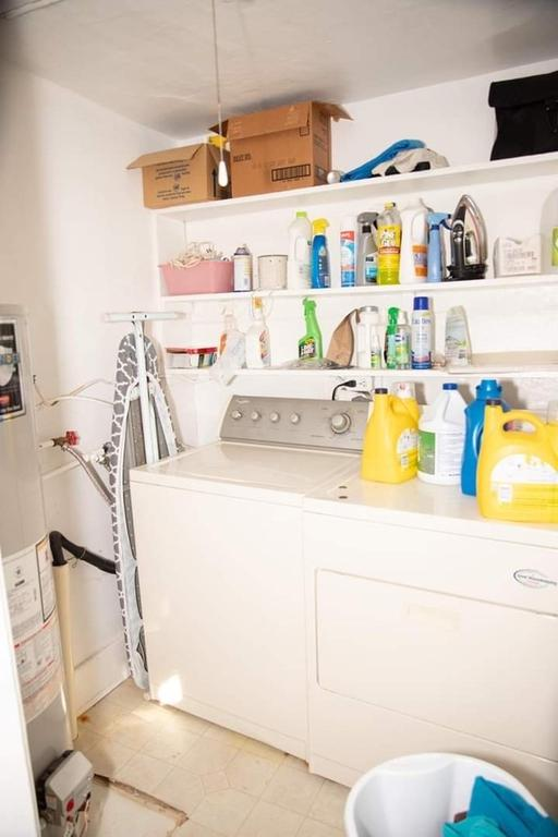 Laundry room featured at 305 Westminster Pl, Independence, KS 67301