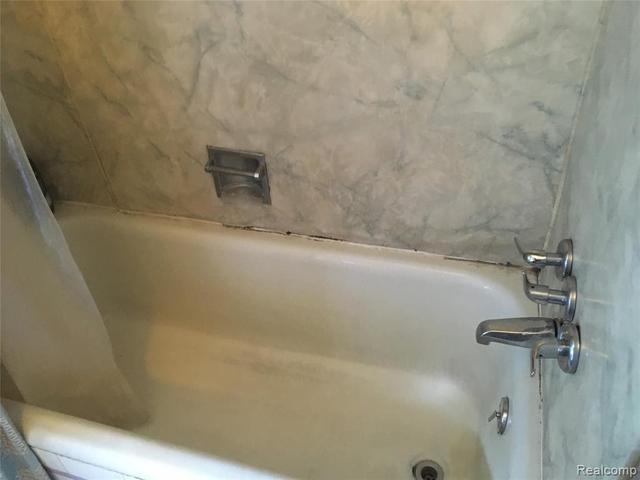 Bathroom featured at 3010 Fullerton St, Detroit, MI 48238