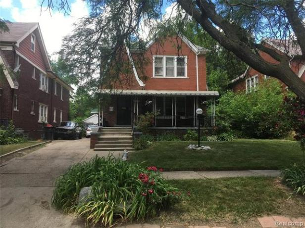 House view featured at 3010 Fullerton St, Detroit, MI 48238