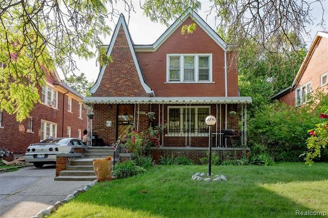 Porch yard featured at 3010 Fullerton St, Detroit, MI 48238