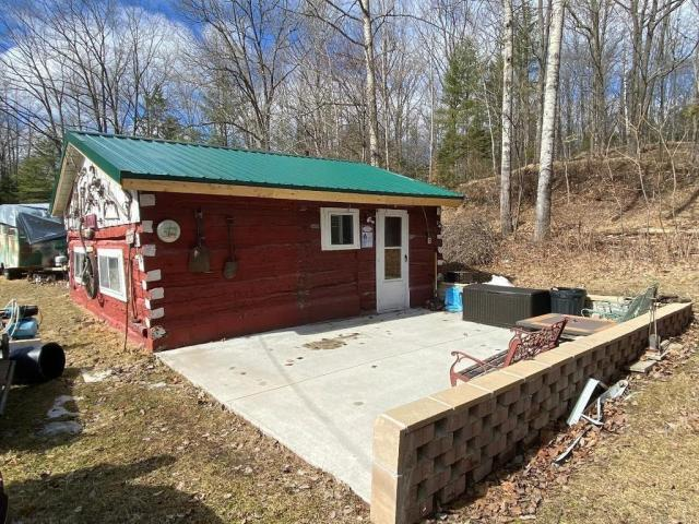 Porch yard featured at N7660 South 4 Rd, MI 49887