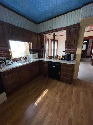 Kitchen featured at 1521 Grand Ave, Parsons, KS 67357