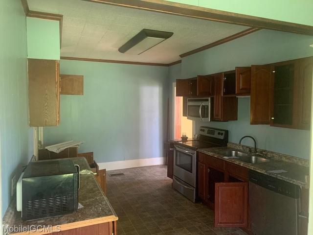 Kitchen featured at 19230 Rowe St, Citronelle, AL 36522