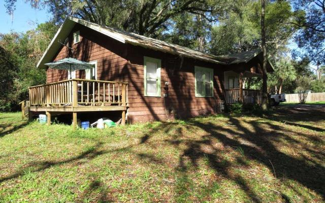 House view featured at 214 Seminole St SE, Live Oak, FL 32064