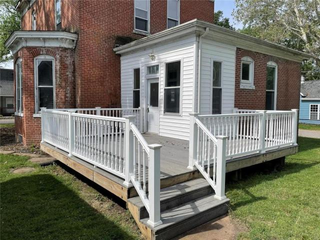 Porch featured at 25 W J St, Swansea, IL 62226