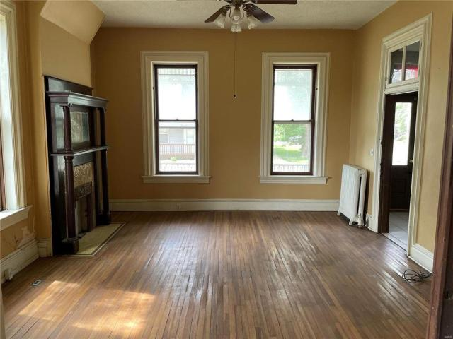 Living room featured at 25 W J St, Swansea, IL 62226