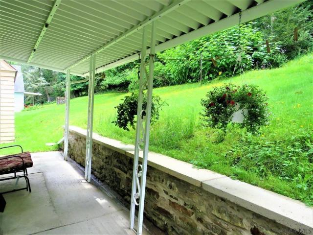 Porch yard featured at 409 Yeoman St, Johnstown, PA 15906