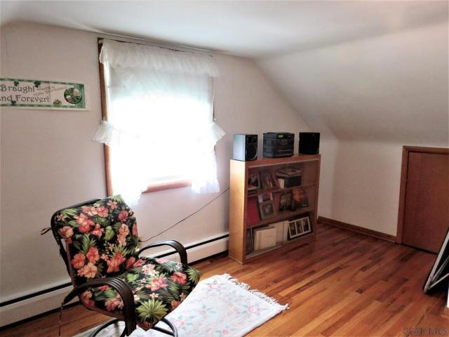 Living room featured at 409 Yeoman St, Johnstown, PA 15906