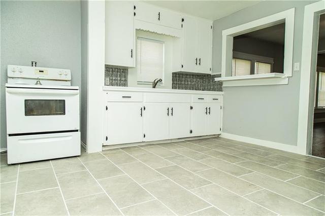 Laundry room featured at 605 W Huisache Ave, Kingsville, TX 78363