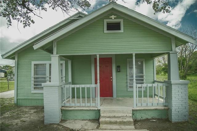 Porch featured at 605 W Huisache Ave, Kingsville, TX 78363