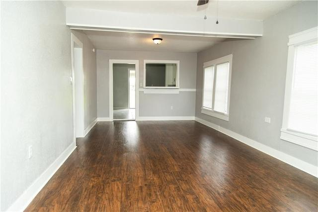 Living room featured at 605 W Huisache Ave, Kingsville, TX 78363