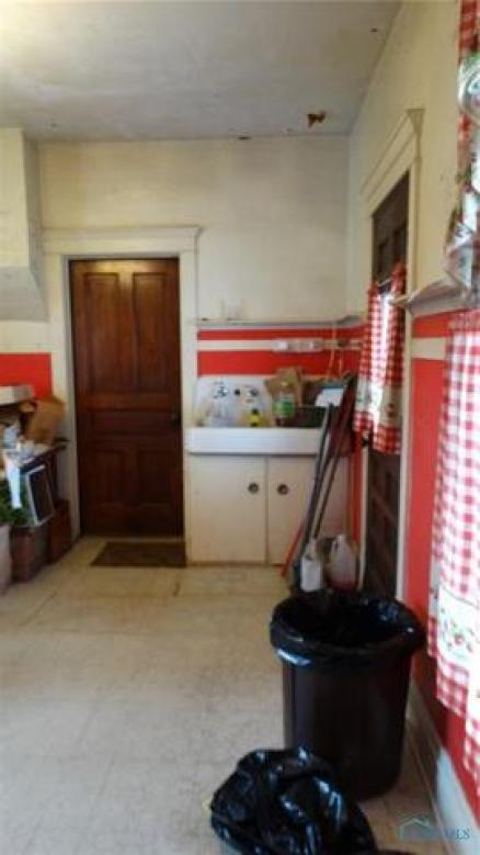 Kitchen featured at 207 N Main St, Antwerp, OH 45813