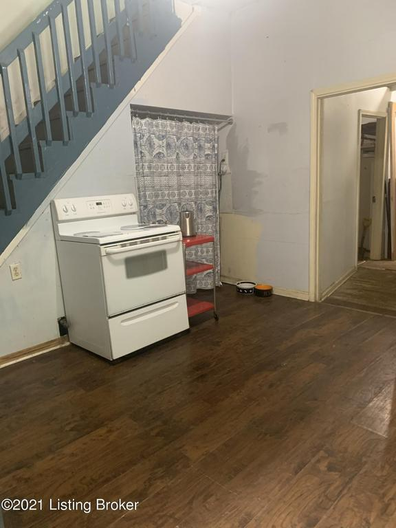 Laundry room featured at 1849 Bank St, Louisville, KY 40203