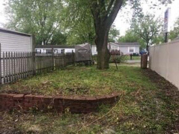 Yard featured at 119 Main St, Pilot Grove, MO 65276