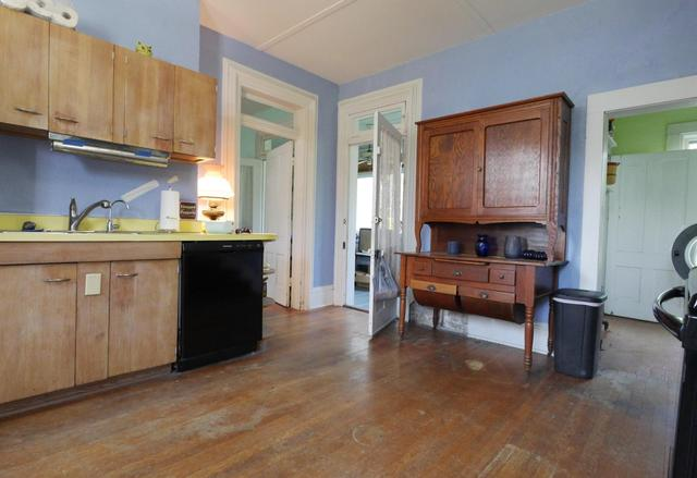 Kitchen featured at 605 S 5th St, Moberly, MO 65270