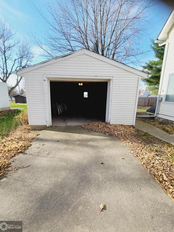 Garage featured at 227 N Main St, Conrad, IA 50621