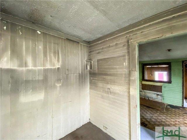 Garage featured at 103 W 54th St, Savannah, GA 31405