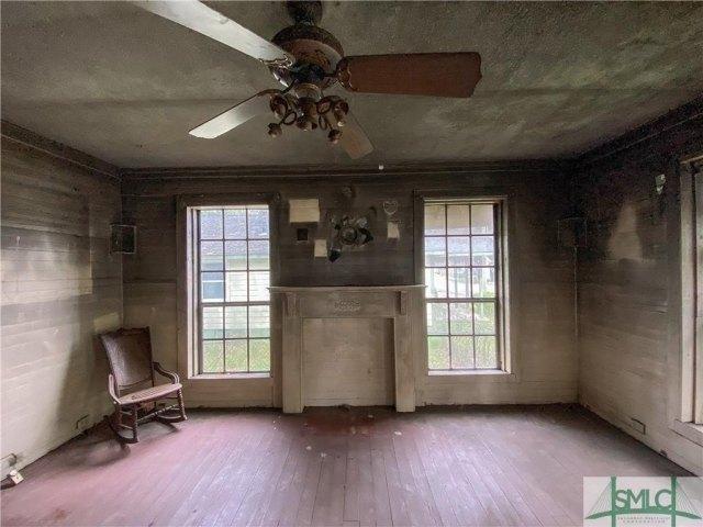 Living room featured at 103 W 54th St, Savannah, GA 31405
