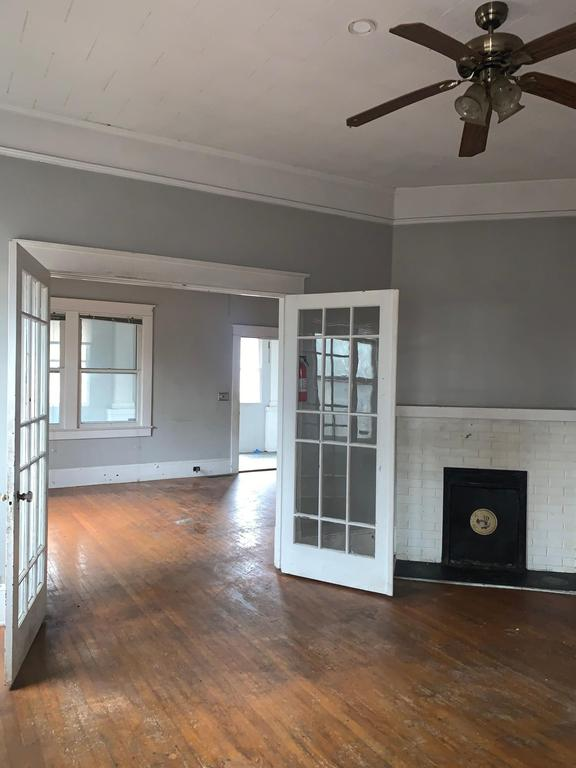 Living room featured at 306 Hamlet Ave, Hamlet, NC 28345