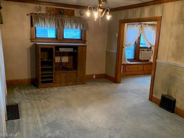 Living room featured at 1387 Union St SW, Warren, OH 44485