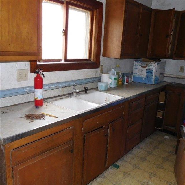 Kitchen featured at 216 N Chestnut St, Mineral Point, WI 53565