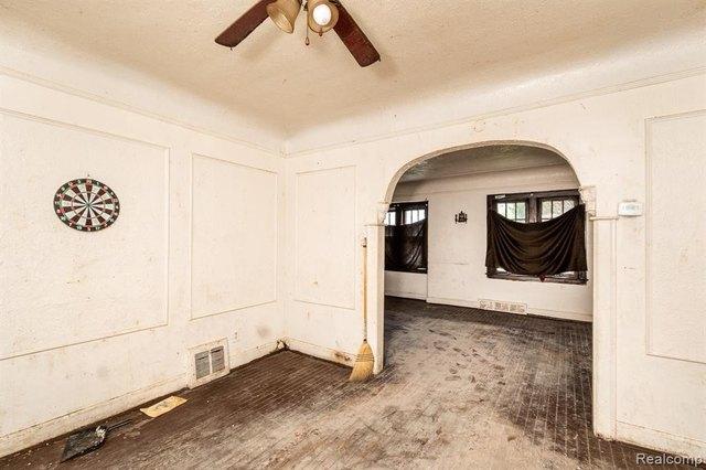 Bedroom featured at 17194 Runyon St, Detroit, MI 48234