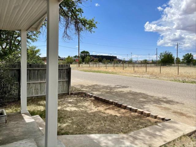 Road view featured at 512 Hopewell Ave, Estancia, NM 87016