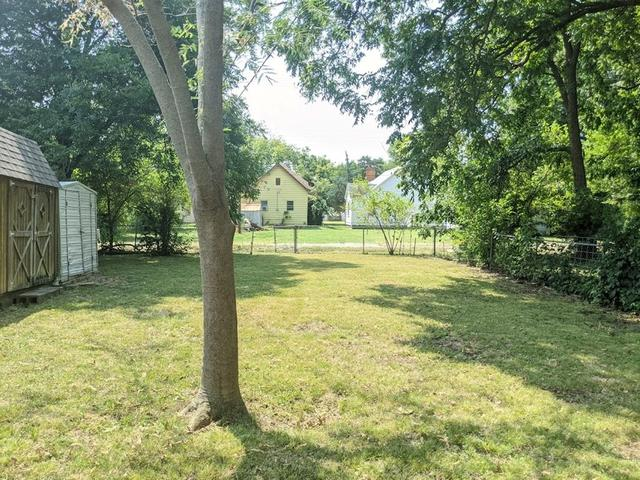 Yard featured at 813 W 6th St, Coffeyville, KS 67337