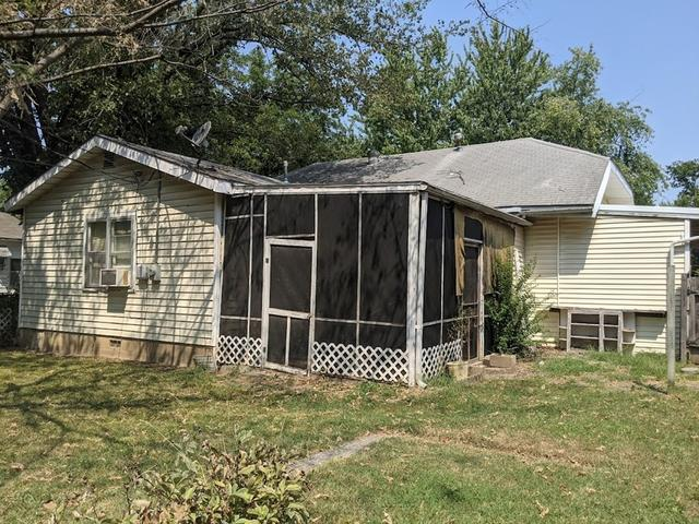 House view featured at 813 W 6th St, Coffeyville, KS 67337