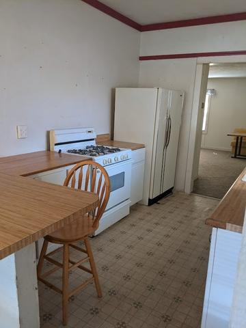 Laundry room featured at 813 W 6th St, Coffeyville, KS 67337