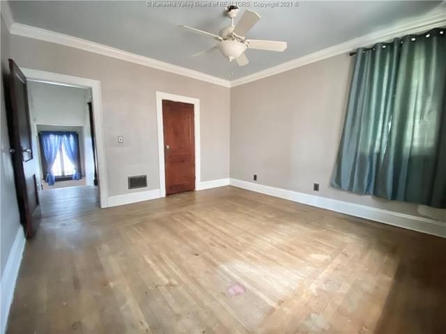 Bedroom featured at 1572 Dixie St, Charleston, WV 25311