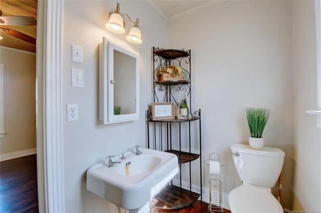 Bathroom featured at 103 Seminole St, Marietta, OK 73448