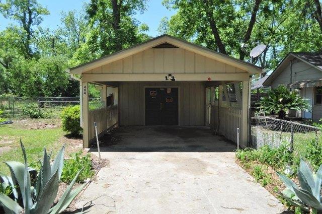 Garage featured at 404 W Sultana Dr, Fitzgerald, GA 31750