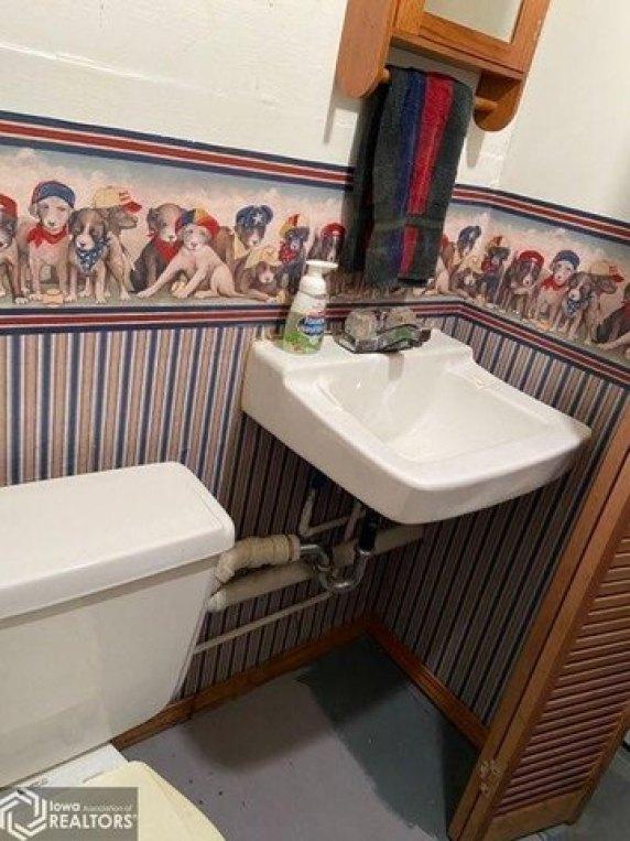Bathroom featured at 206 Concert St, Keokuk, IA 52632