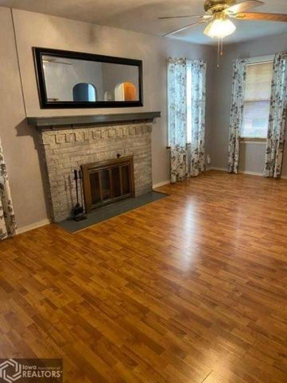 Living room featured at 206 Concert St, Keokuk, IA 52632