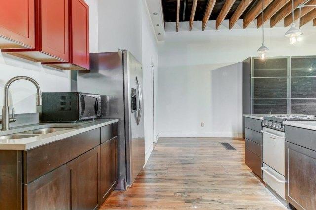 Kitchen featured at 300 W Allen St, Springfield, IL 62704