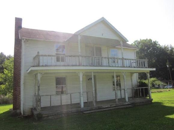 Porch yard featured at 8449 Museville Rd, Sandy Level, VA 24161