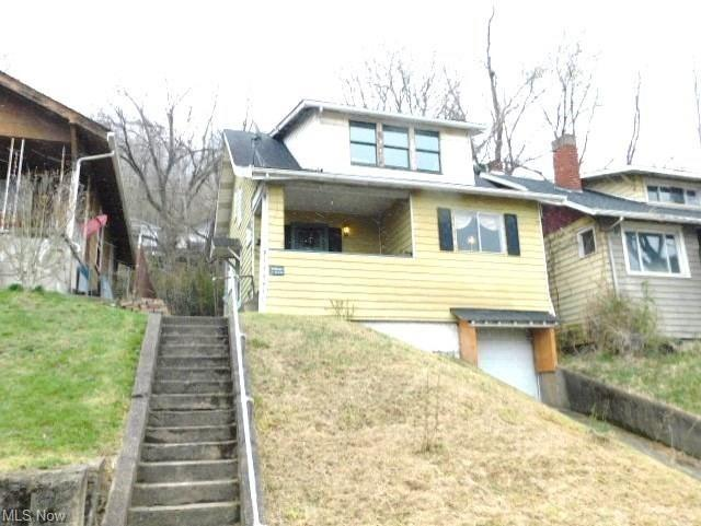 Yard featured at 845 Neville St, Follansbee, WV 26037