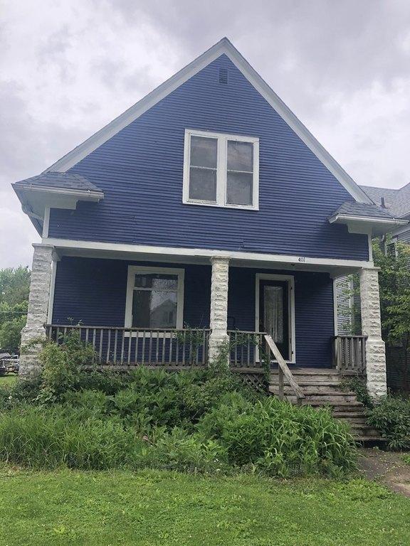Porch featured at 411 W Sheffield St, Saint Anne, IL 60964