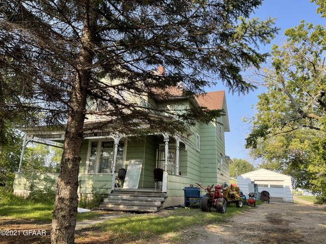 House view featured at 401 Hill Ave S, Park River, ND 58270