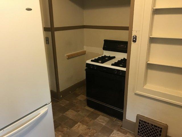 Kitchen featured at 309 Churchill St, Rockford, IL 61103