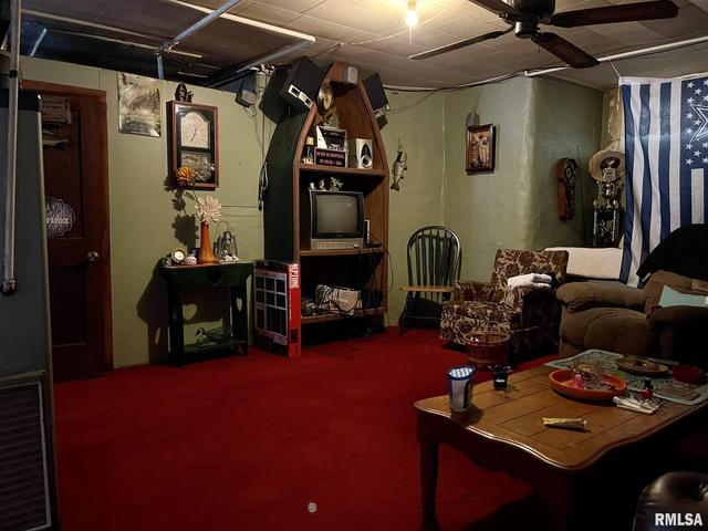 Living room featured at 304 E Chestnut St, Anna, IL 62906