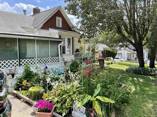 Yard featured at 304 E Chestnut St, Anna, IL 62906