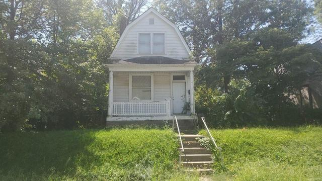 House view featured at 906 Elias Ave, Saint Louis, MO 63147