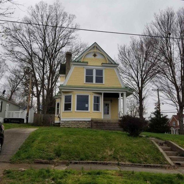 Yard featured at 401 Main St, Falmouth, KY 41040