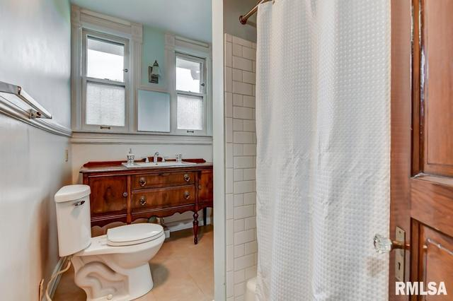 Bathroom featured at 809 S 4th St, Springfield, IL 62703