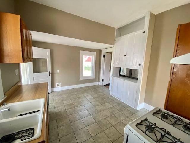 Laundry room featured at 807 Walnut St, Tarkio, MO 64491